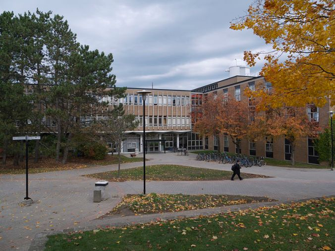 800px-physics_building_university_of_waterloo_fall_2012