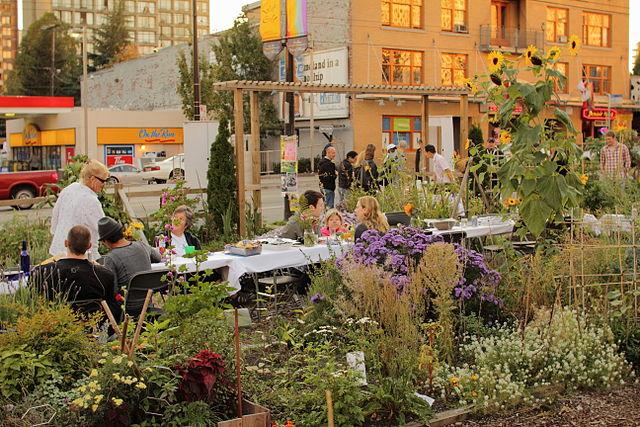 640px-2010_Davie_Street_community_garden_Vancouver_BC_Canada_5045979145